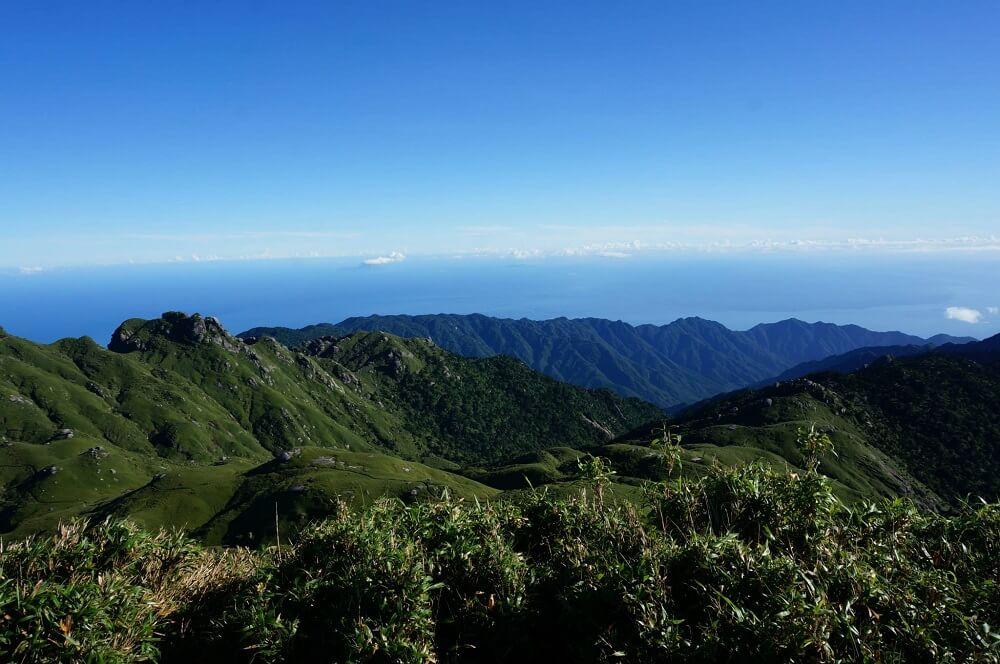 宮之浦岳山頂から見る青空