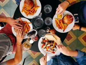 睡眠不足は食欲を加速させる